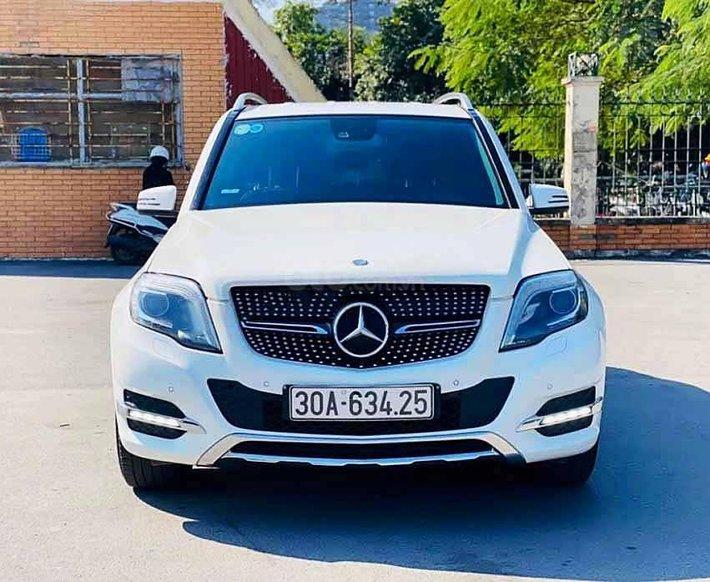 Cần bán xe Mercedes GLK250 4Matic sản xuất năm 2013, màu trắng, 890tr0