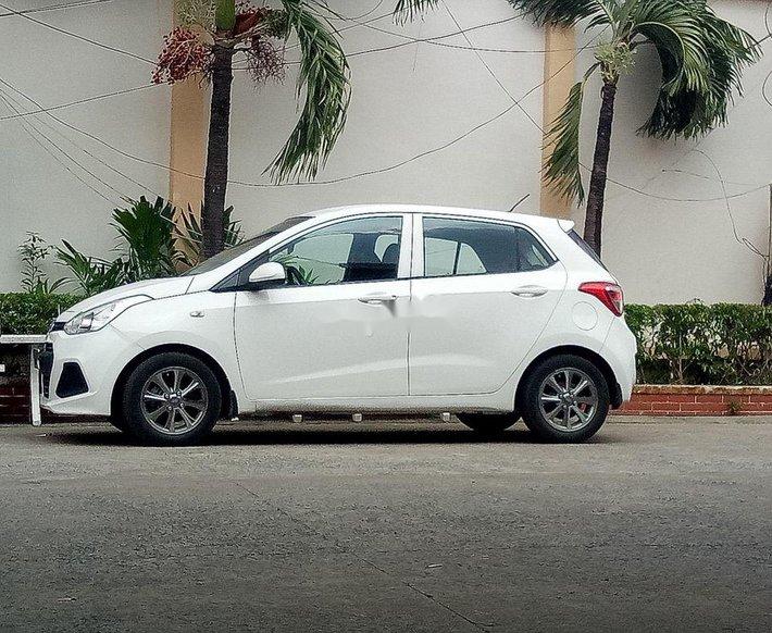 Cần bán Hyundai Grand i10 2015, màu trắng, nhập khẩu chính chủ0