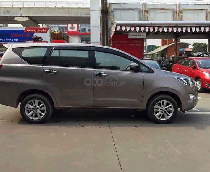 Bán Toyota Innova 2018, màu xám chính chủ0