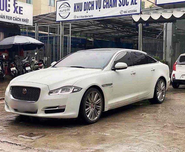 Cần bán gấp Jaguar XJ sản xuất 2017, màu trắng, xe nhập còn mới0