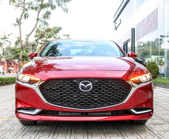[TPHCM] new Mazda 3 - ưu đãi hơn 60tr - hỗ trợ bảo hiểm thân vỏ và phụ kiện - Chỉ 225tr0