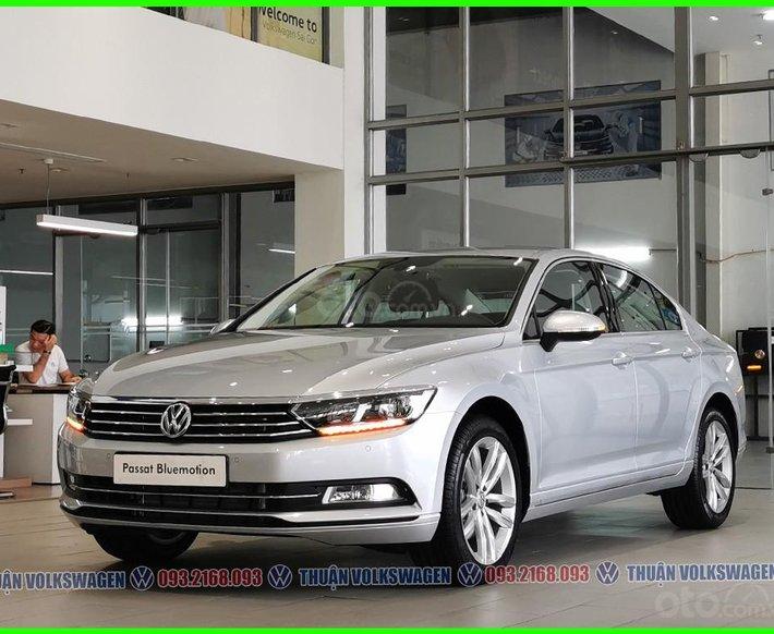 [Volkswagen Trường Chinh ] ưu đãi trước bạ sốc 200tr + phụ kiện chính hãng cho Pasat Bluemotion màu bạc, LH Mr Thuận0