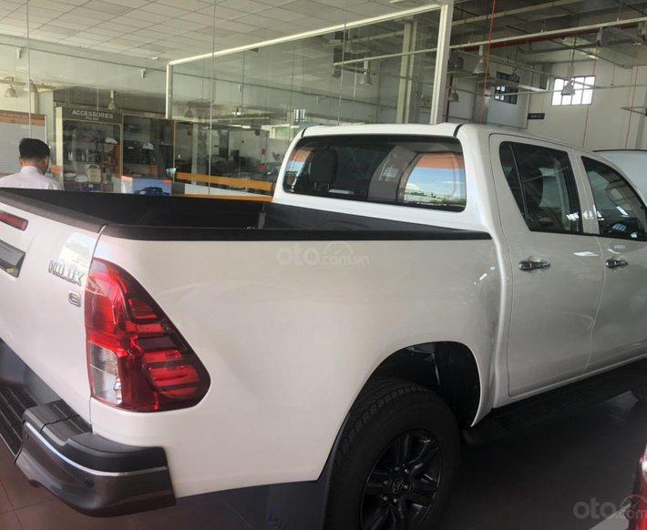 Toyota Hilux 2.4 AT sản xuất 2021, giá chỉ 670 triệu - xe giao ngay0