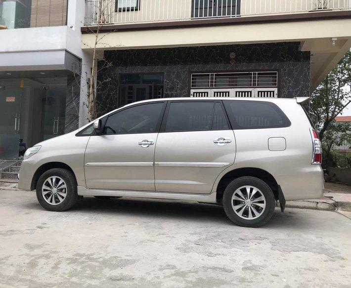 Toyota Innova 2.0E sản xuất năm 2016, biển Hà Nội, xe được bảo dưỡng đầy đặn0