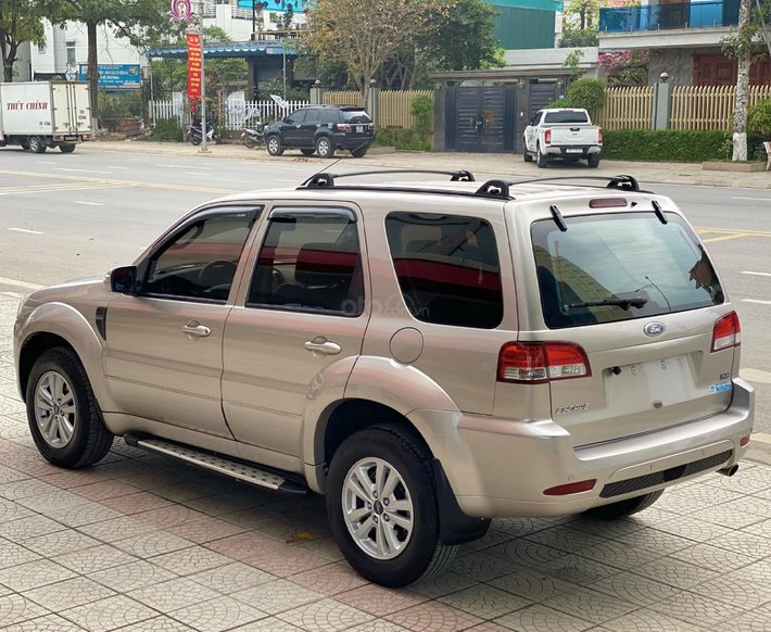 Ford Escape sản xuất đời chót 2013, xe chính chủ cán bộ về hưu0