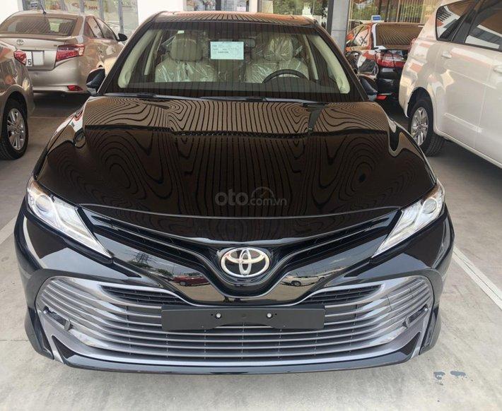 Cần bán Toyota Camry năm sản xuất 20210