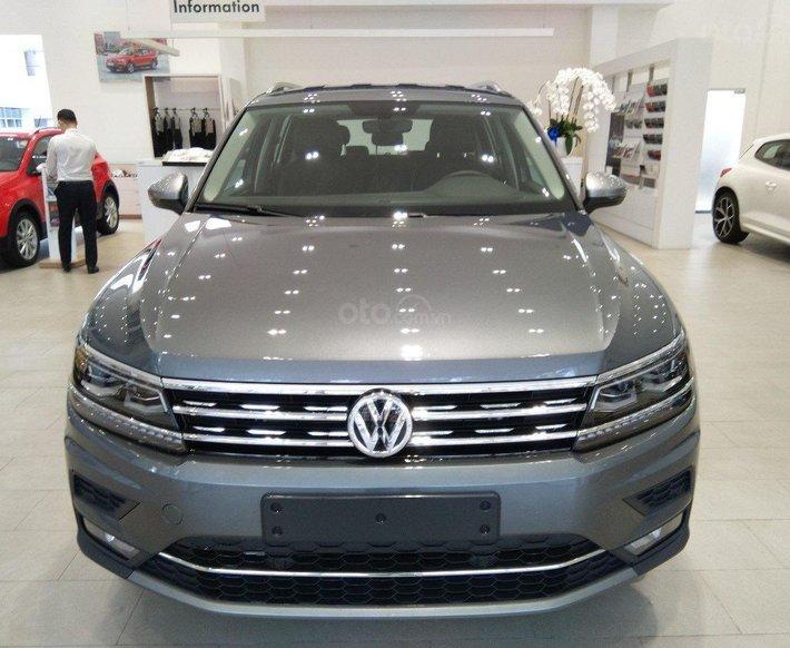 VW Sài Gòn - Mời anh chị xem giá lăn bánh CTKM của xe Tiguan Elegance 2021 màu xám, sẵn xe, giao ngay, SUV gầm cao 7 chỗ0