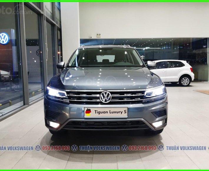 Volkswagen Sài Gòn - SUV hạng sang cỡ lớn Tiguan Luxury S 2021 màu xám phiên bản mới. LH Mr Thuận ưu đãi hơn0