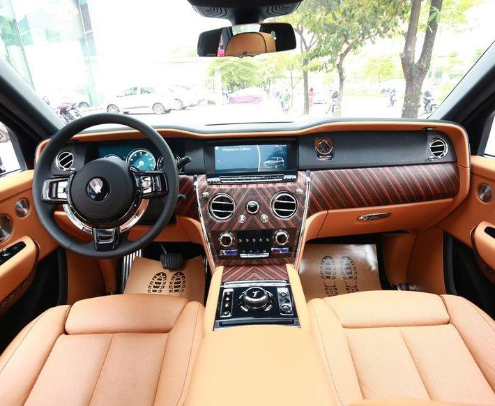 Bán Rolls-Royce Cullinan sản xuất 2021 mới 100%, nhận đặt xe theo yêu cầu10
