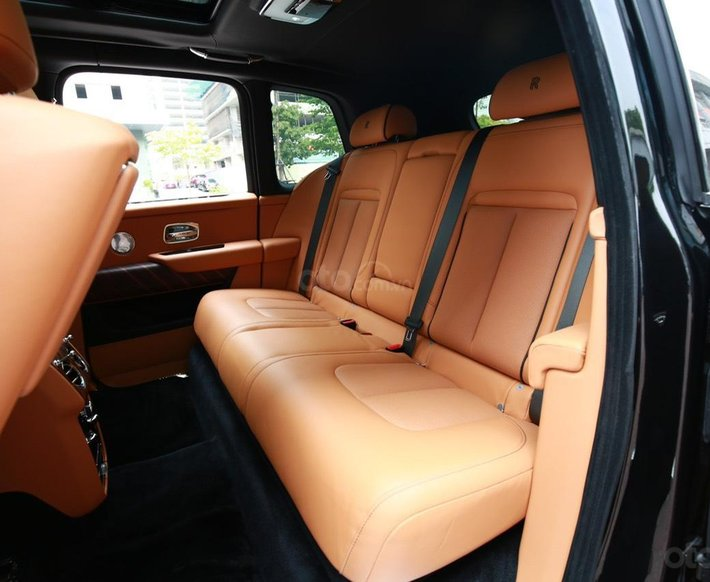 Bán Rolls-Royce Cullinan sản xuất 2021 mới 100%, nhận đặt xe theo yêu cầu11
