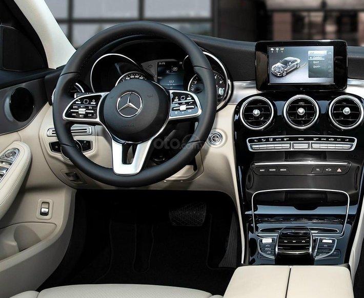Bán Mercedes-Benz C180 new chỉ 349tr, nhận xe ngay, bank hỗ trợ 80%, tặng 50% thuế trước bạ3