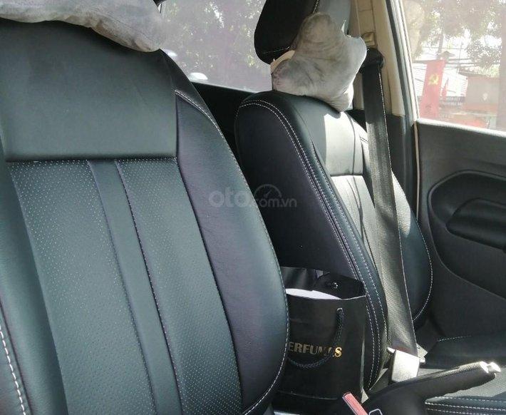 Cần bán xe Ford Fiesta năm sản xuất 2014, xe gia đình3
