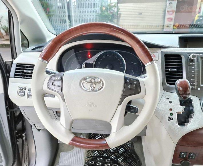 Toyota Sienna Limited 3.5, xe nhà trùm mền không chạy còn mới toanh, toàn bộ còn zin theo xe9