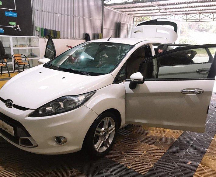 Cần bán xe Ford Fiesta 1.6S năm 2013, màu trắng còn mới1