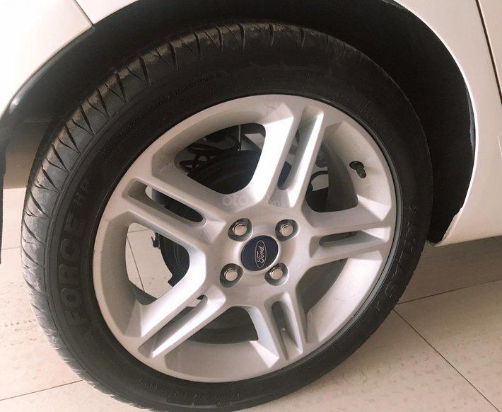 Cần bán xe Ford Fiesta 1.6S năm 2013, màu trắng còn mới9