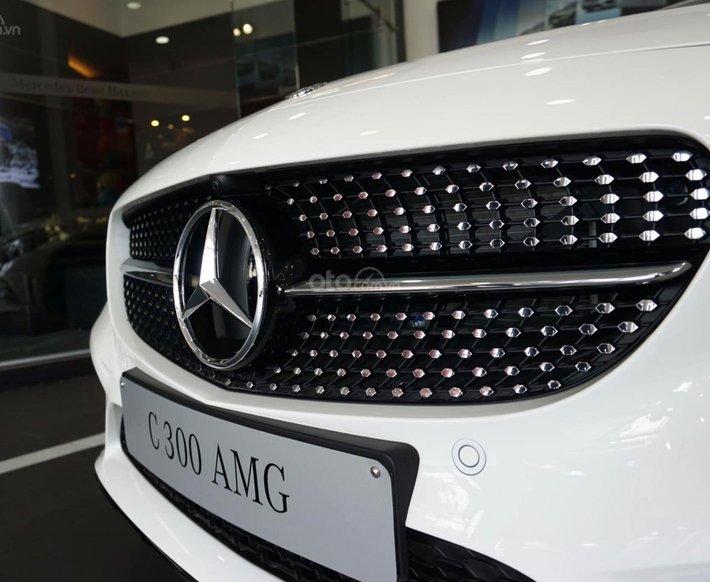 Mercedes C300 AMG 2021, giảm tiền mặt trực tiếp cùng quà tặng hấp dẫn, ưu đãi ngập tràn2