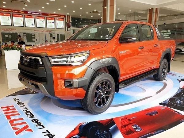 Toyota Hilux 2021 628tr, khuyến mãi full quà góp 85%2