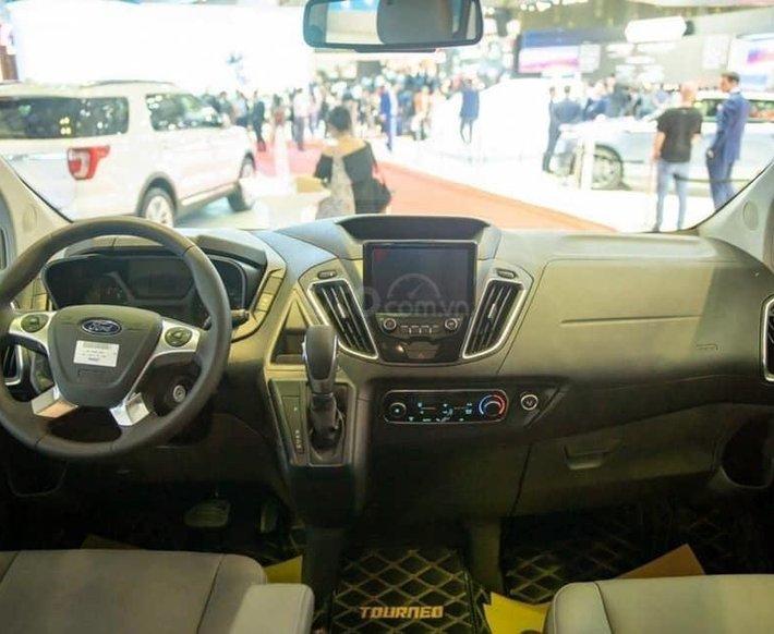 Ford Tourneo -  Ưu đãi cực khủng trong tháng 44
