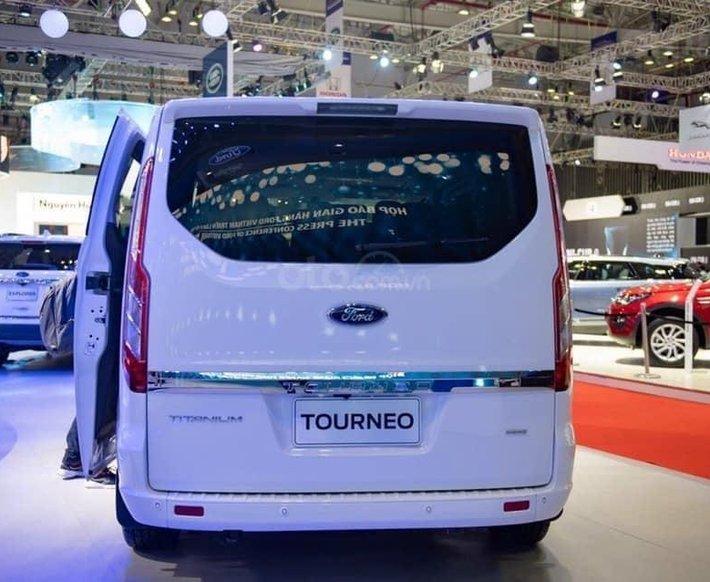 Ford Tourneo -  Ưu đãi cực khủng trong tháng 45