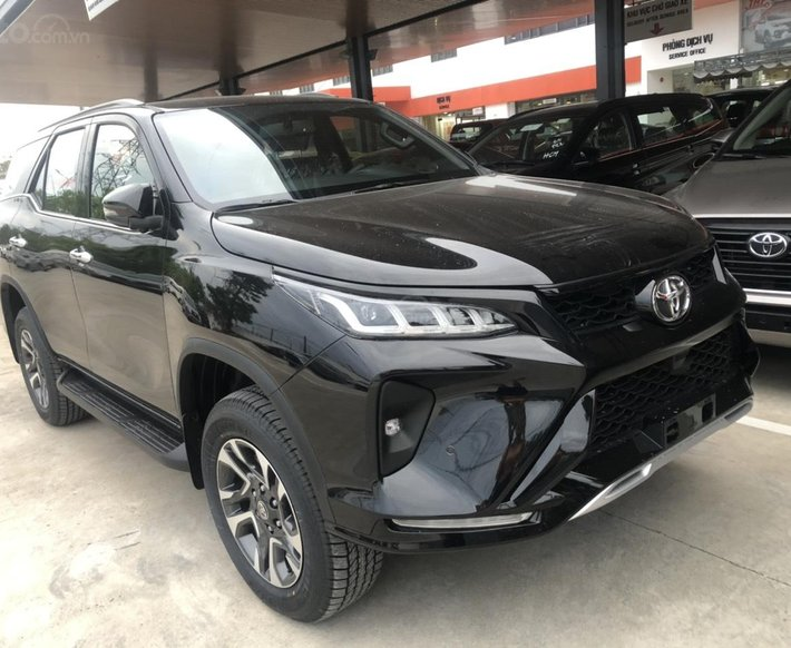 Toyota Fortuner 2.4 Legerder màu đen 2021, xe giao ngay0