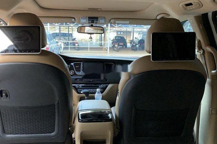 Cần bán Kia Sedona năm sản xuất 2018, màu trắng7