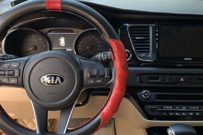 Cần bán Kia Sedona năm sản xuất 2018, màu trắng5