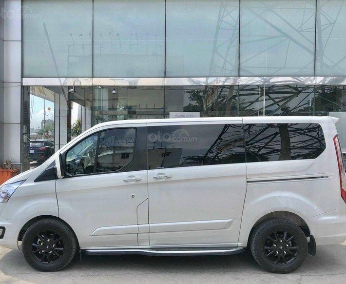 Xe lướt - bán Ford Tourneo Titanium đời 2019, màu trắng2