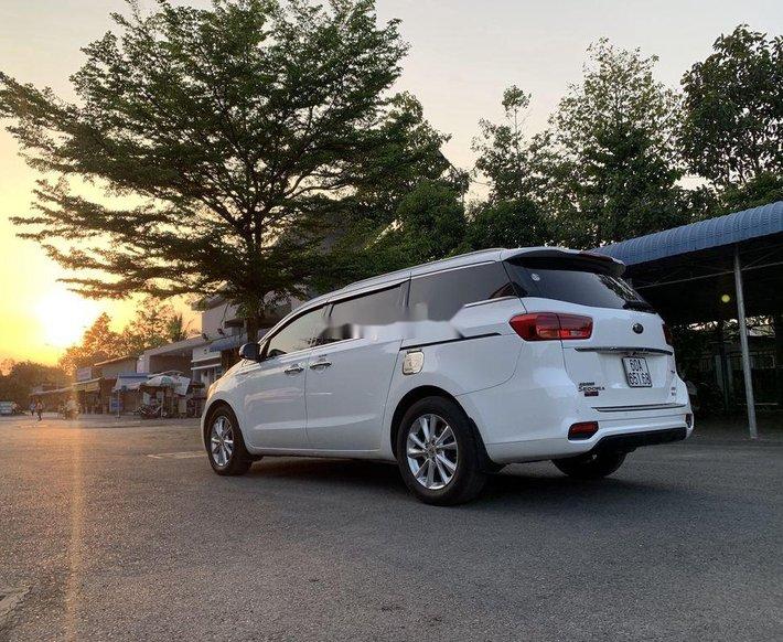 Cần bán Kia Sedona năm sản xuất 2018, màu trắng3