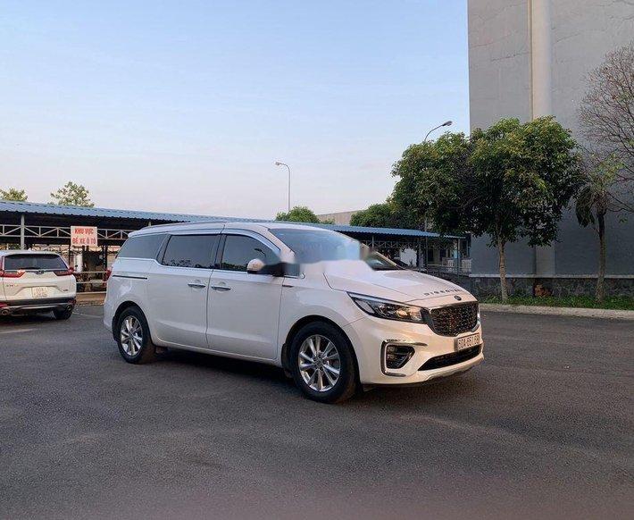 Cần bán Kia Sedona năm sản xuất 2018, màu trắng1
