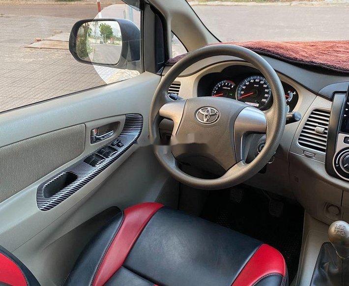 Cần bán xe Toyota Innova sản xuất năm 2015 còn mới4