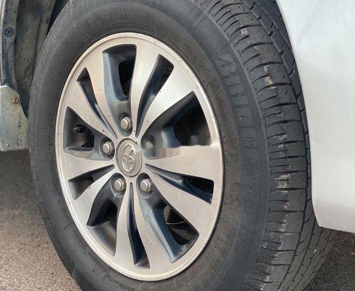Cần bán xe Toyota Innova sản xuất năm 2015 còn mới11