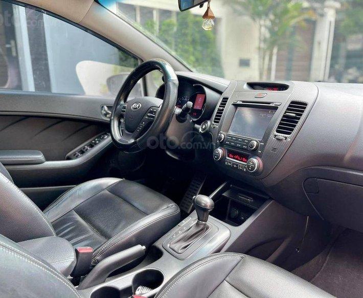 Cần bán lại xe Kia K3 2014, màu trắng, số tự động5