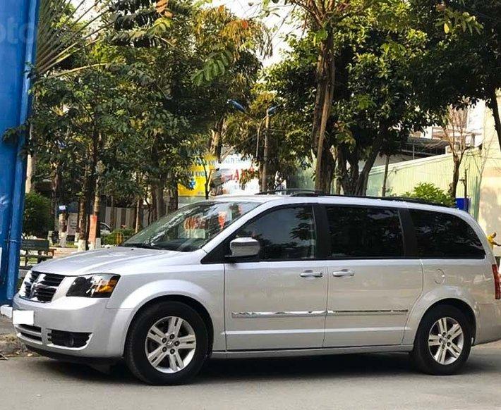 Cần bán gấp Dodge Caravan sản xuất 2008, màu bạc, xe nhập còn mới0