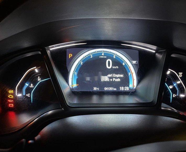 Bán Honda Civic sản xuất 2017, nhập khẩu nguyên chiếc còn mới10