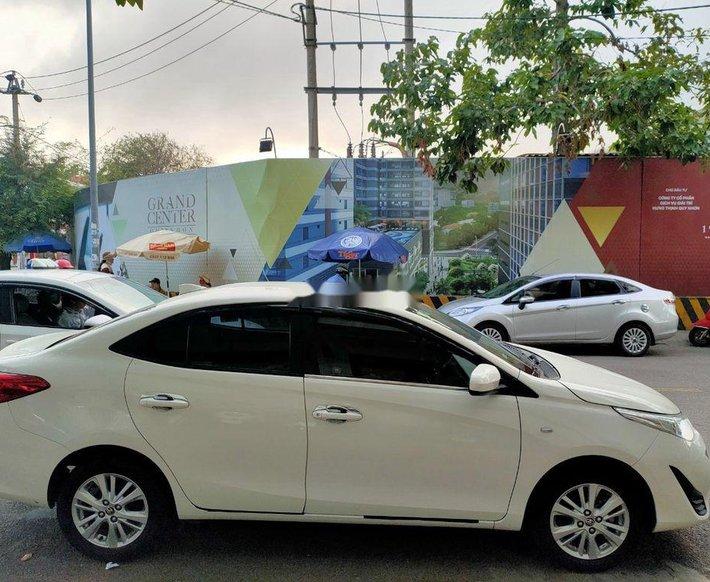 Bán xe Toyota Vios đời 2018, màu trắng xe gia đình3