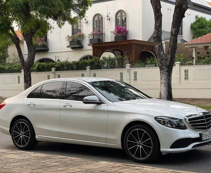 Chính chủ bán Mercedes C200 Exclusive năm 2020, màu trắng còn mới3