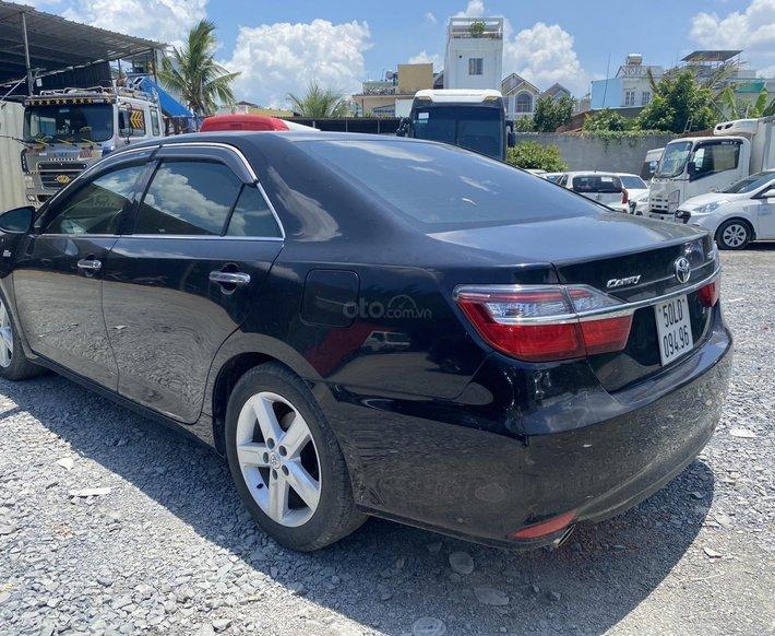 Cần bán xe Toyota Camry 2017, màu đen, 870tr0