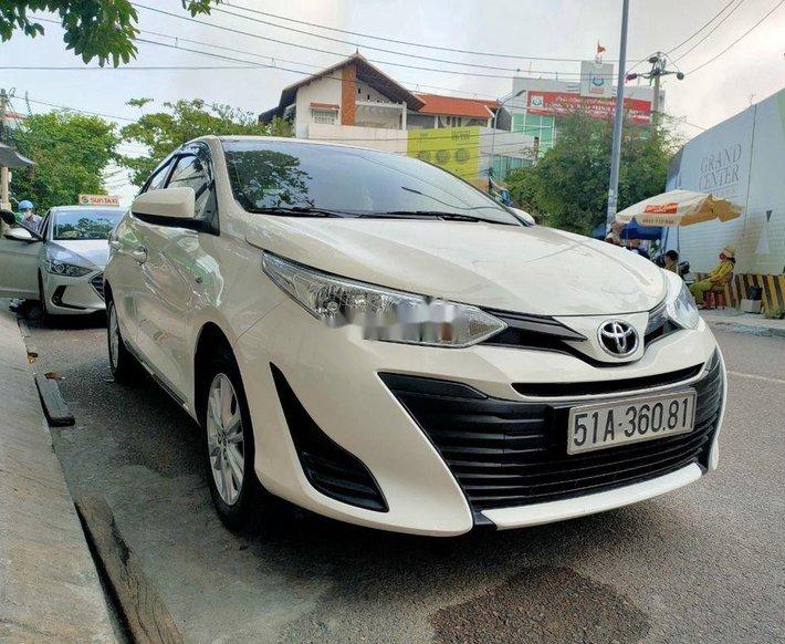 Bán xe Toyota Vios đời 2018, màu trắng xe gia đình6