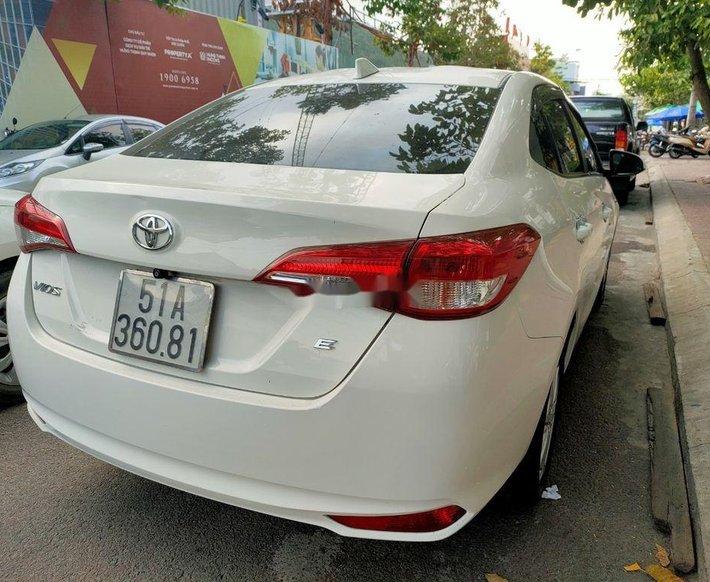 Bán xe Toyota Vios đời 2018, màu trắng xe gia đình1