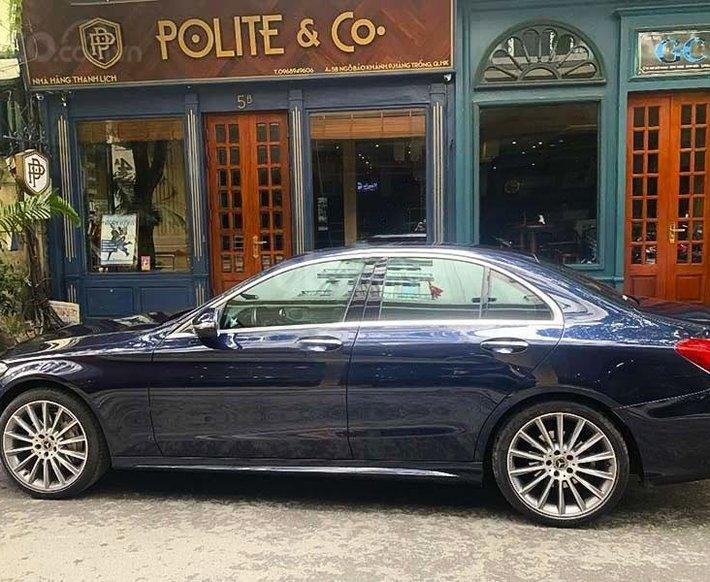 [ Chính chủ ] cần bán Mercedes C class năm sản xuất 2017, màu xanh lam còn mới2
