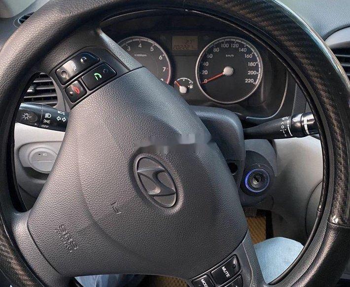 Bán Hyundai Verna đời 2010, màu bạc xe gia đình6