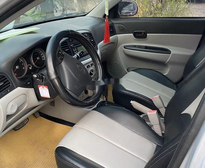 Bán Hyundai Verna đời 2010, màu bạc xe gia đình4