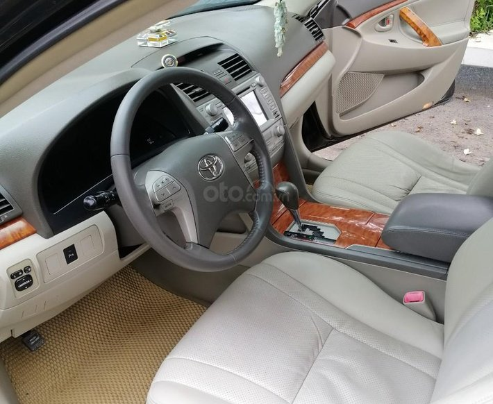 Cần bán lại xe Toyota Camry sản xuất 20154