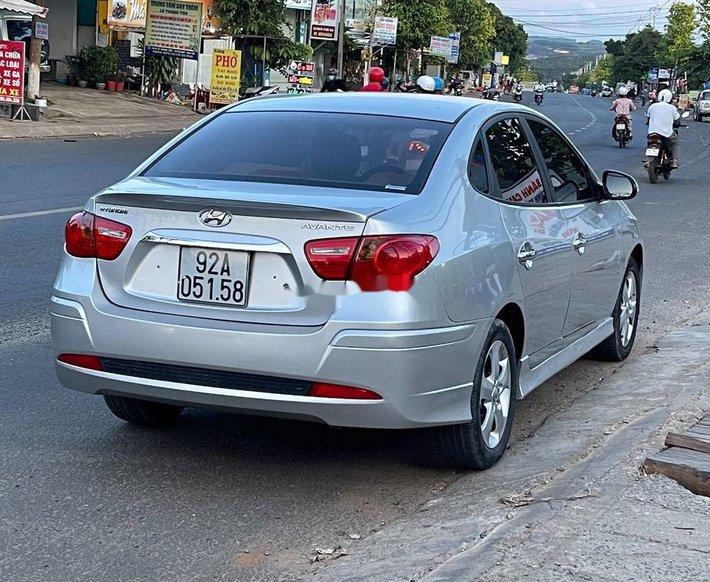 Bán xe Hyundai Avante sản xuất 2015, màu bạc như mới2