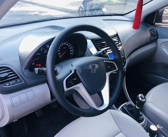 Bán Hyundai Accent sản xuất năm 2012, xe nhập còn mới2