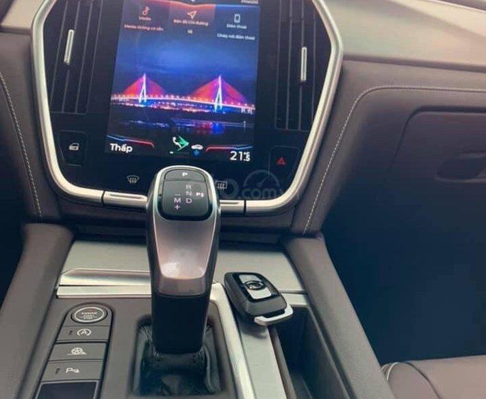 Bán xe Lux SA Base 2021 ưu đãi hấp dẫn8