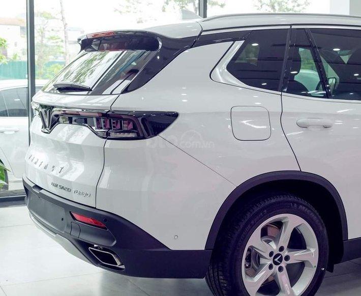 Bán xe Lux SA Base 2021 ưu đãi hấp dẫn1