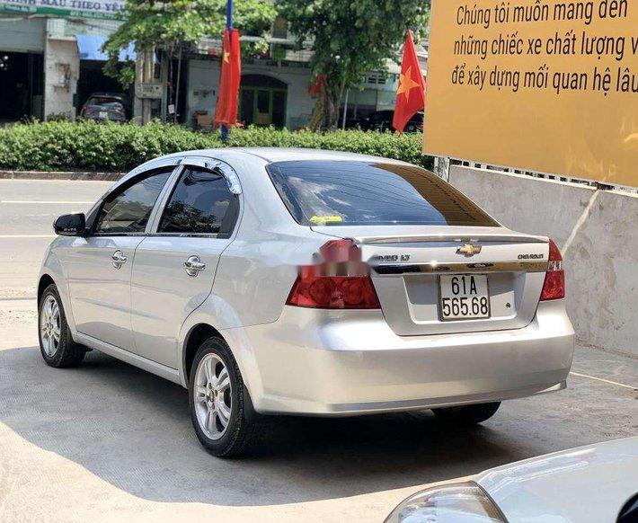 Bán Chevrolet Aveo 2018, màu bạc còn mới, giá 305tr3