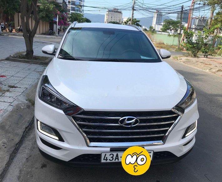 Bán xe Hyundai Tucson 2019, màu trắng còn mới, giá 750tr6