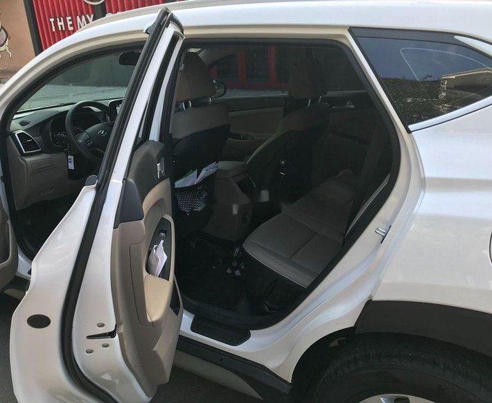 Bán xe Hyundai Tucson 2019, màu trắng còn mới, giá 750tr4